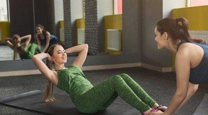 Er zijn tal van strakke buik oefeningen, die helpen om uiteindelijk het gewenste resultaat behalen. Mannen zullen over het algemeen trainen voor het welbekende wasbordje, terwijl vrouwen veelal trainen voor een platte buik.